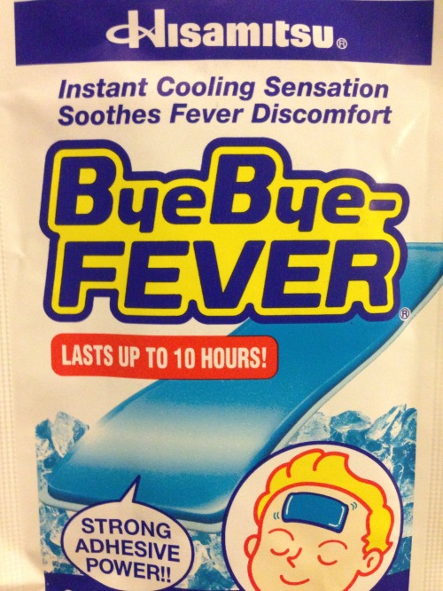 """Miếng dán hạ sốt, lấy cái tên """"bye bye fever"""" tạo cảm giác thích thú cho người dùng, phù hợp với con text trẻ em."""